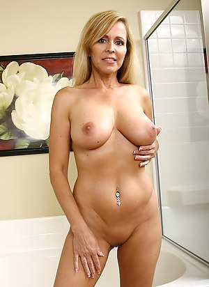 Free Moms Perfect Tits Porn Pictures