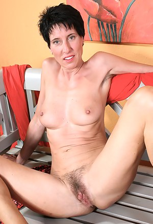 Free Hairy Moms Porn Pictures