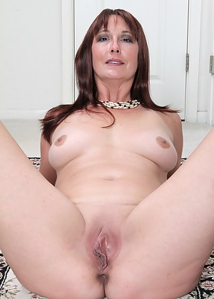 Free Moms Spreading Porn Pictures