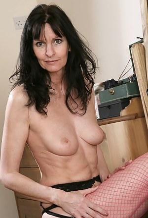 Free Moms Fishnet Porn Pictures